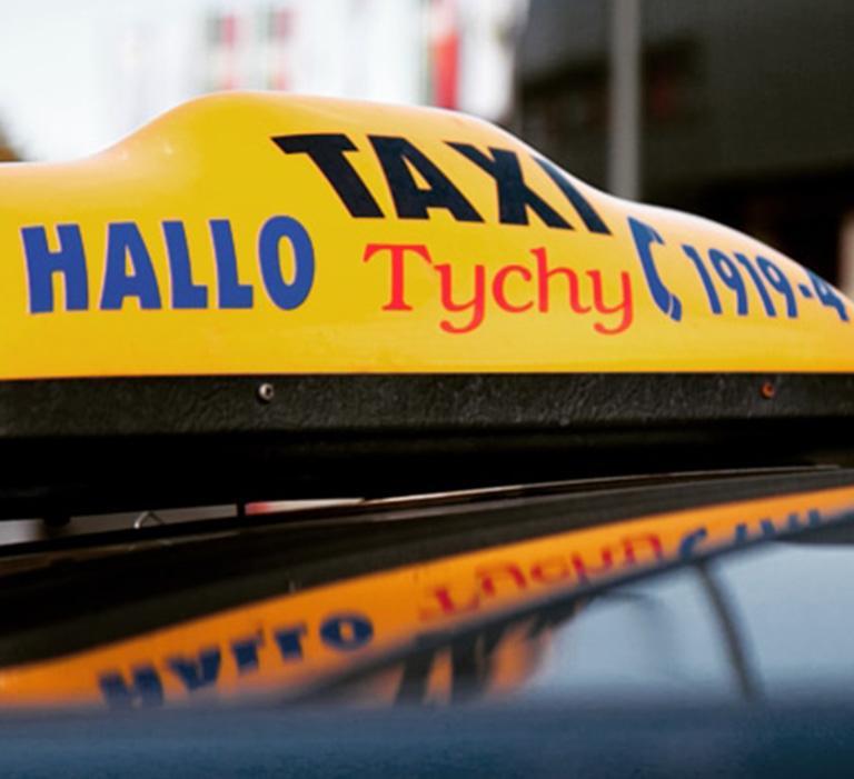 oznaczenie taksówki firmy Hallo-Taxi